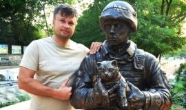 Новый вежливый человек в парке миниатюр