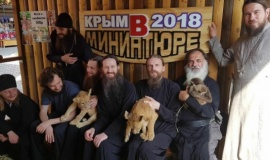 Гости из Городецкого монастыря посетили Бахчисарайский парк миниатюр