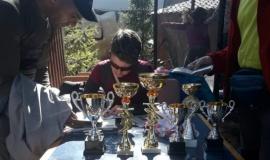 Юные чемпионы по скалолазанию соревнуются в Бахчисарайском парке миниатюр