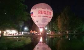 Аэростат «Россия» на День защиты детей катал деток над Гагаринским парком в Симферополе.